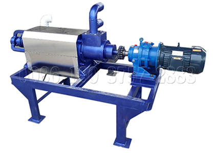Dewatering machine for handling orgnaic raw material
