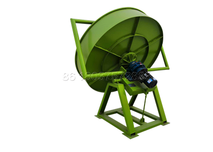 Pan granulator for making cow manure fertilizer pellets